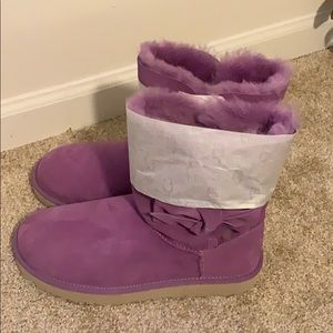 Gorgeous, New Women's Ugg's, Size 10